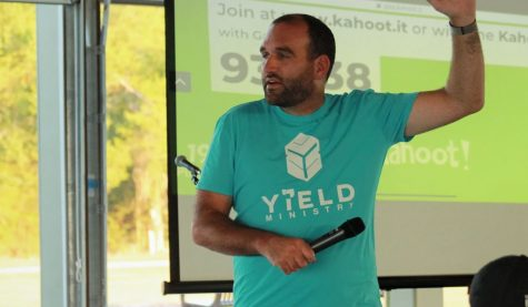 Pastor Starr speaks to students at YiELD vespers.